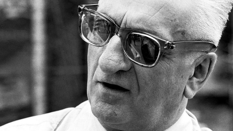 Редкие фотографии Энцо Феррари показали в честь 120-летия