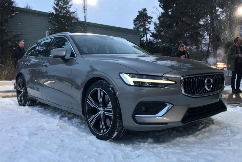 Новый 2018 Volvo V60 готовится удивить Женевский автосалон