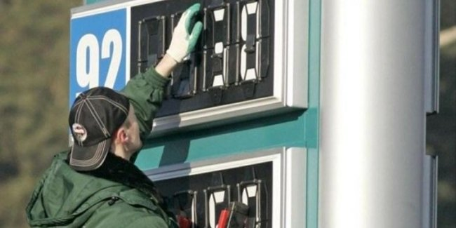 В Украине продолжает дешеветь автомобильное топливо