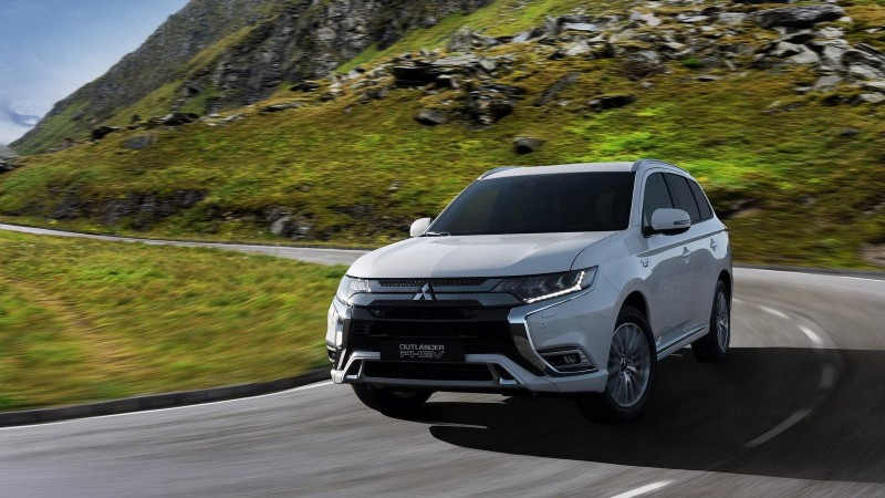 Обновленный 2019 Mitsubishi Outlander PHEV представят в Женеве