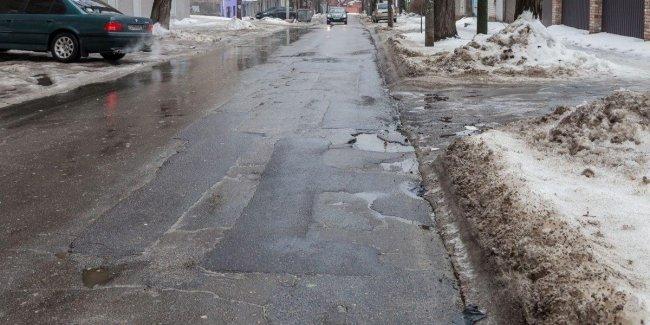 Вместе со снегом с дорог Украины сошел и асфальт