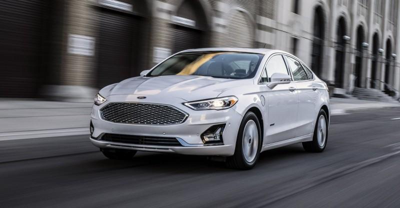 2019 Ford Fusion вместо редизайна предложил небольшие обновления