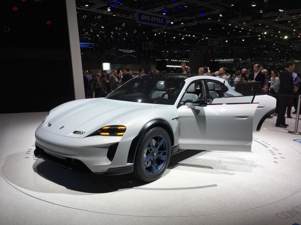 Убийца Tesla от Porsche? В Женеве представлен концепт Mission E Cross Turismo