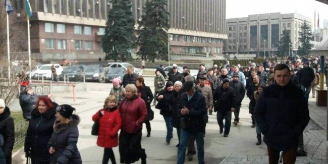 Движение на главном проспекте Запорожья может быть затруднено, запорожцы вышли на акцию протеста
