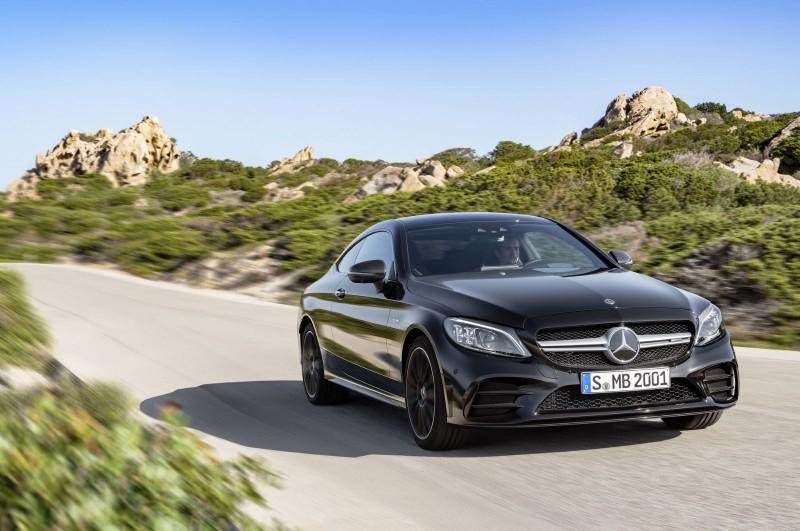 Mercedes представил обновленные купе и кабриолет C-Class
