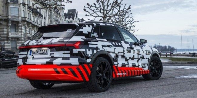 Первый электрический кроссовер Audi оценили дешевле гибридного Q7