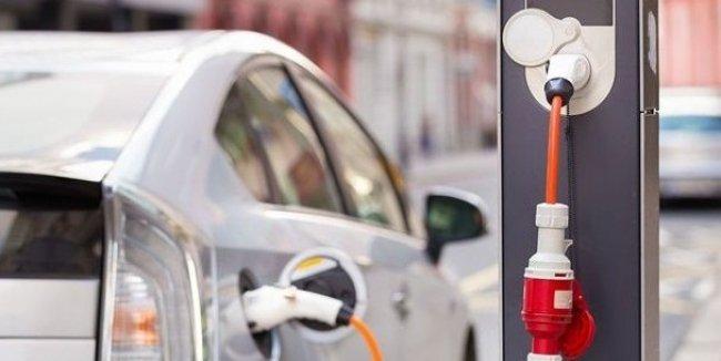 Рост продаж электромобилей сдерживают батареи и зарядные станции