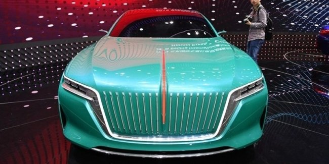 Hongqi представила в Пекине концепт в стиле Maybach и Bentley
