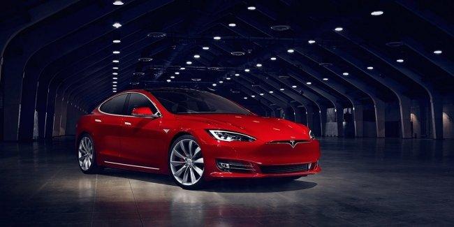 Акции Tesla упали на 5% из-за шутки о банкротстве