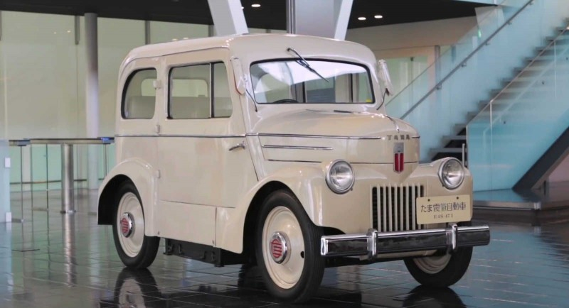 Nissan сравнивает свой первый 70-летний электрокар с Leaf [видео]