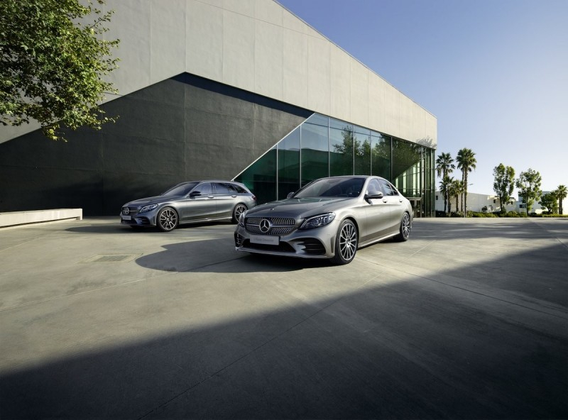 Mercedes может поделиться двигателями с Volvo и купить долю компании