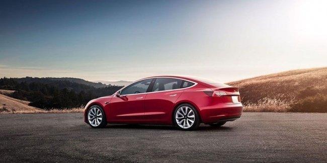 Tesla Model 3 проехала на одном заряде расстояние с пол-Украины