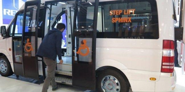 Как работает самый маленький кассетный гидролифт на автобусе