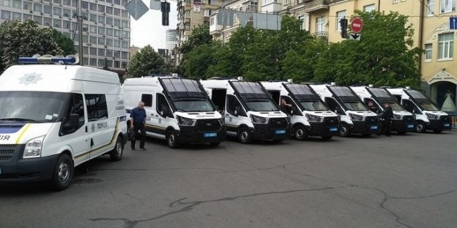 Необычные полицейские автомобили на дорогах Киева