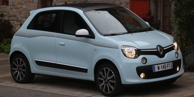 85-летняя женщина разогнала Renault до 160 км/ч из-за спешки