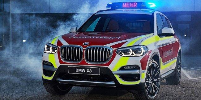 Компания BMW показала пожарный X3 и полицейский MINI