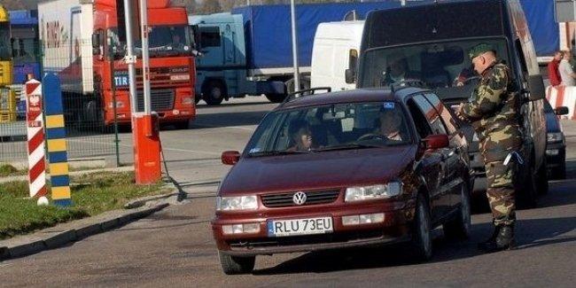 Евробляхи не пускают в Украину – поляки передали таможенникам список настоящих нотариусов