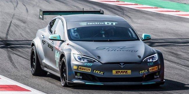 Tesla выпустила первый готовый к гонкам электромобиль