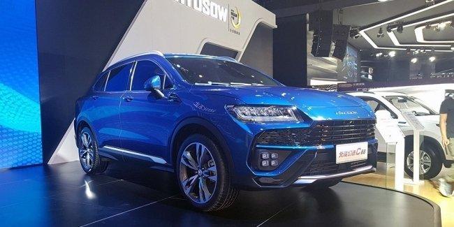 В Китае презентовали дешевый клон кроссовера Lamborghini Urus