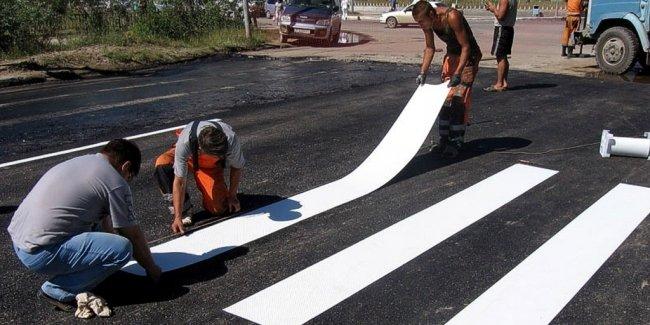 В Мариуполе перейдут на пластиковую разметку дорог
