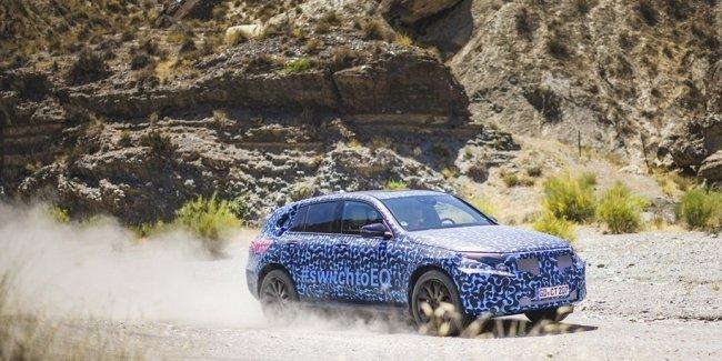 Mercedes-Benz показал новые фотографии первого электрокроссовера