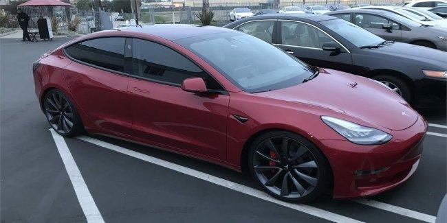 Tesla может ввести плату за свои интернет-сервисы