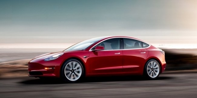 Tesla занизит самую быструю Model 3