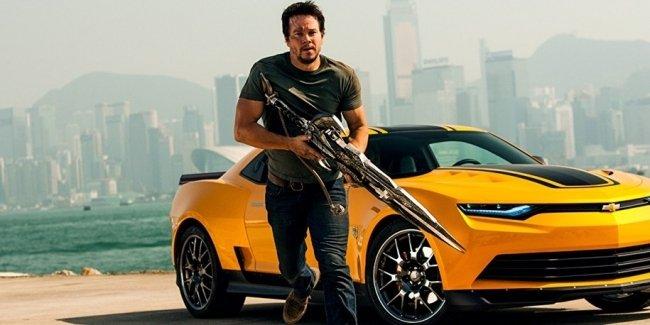 Марк Уолберг решил торговать машинами Chevrolet