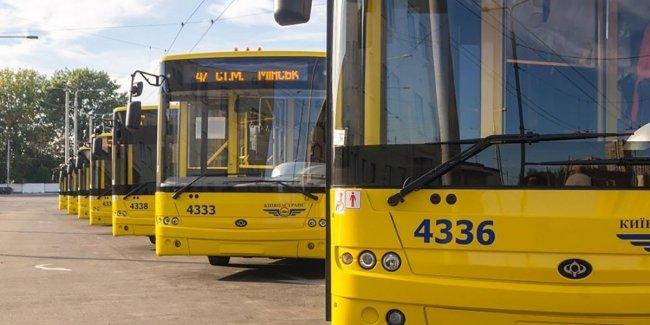 Украинцам показали «кладбище» автобусов в Киеве: яркие фото