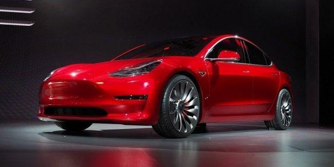 Аналитики подсчитали, что бюджетный электрокар Tesla Model 3 приносит компании убытки