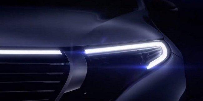Mercedes-Benz приоткрыл внешний вид нового электрического кроссовера EQC