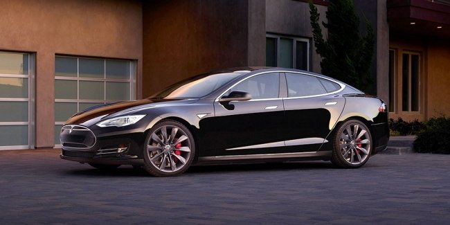 Бывший сотрудник Tesla потребовал 1 млн долларов за клевету о шпионаже