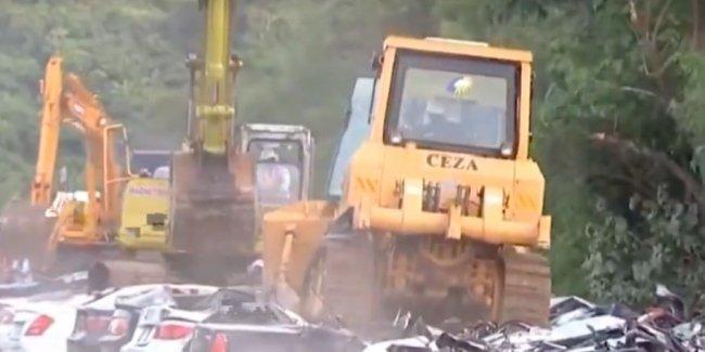 Власти Филиппин уничтожили дорогих машин на пять миллионов евро