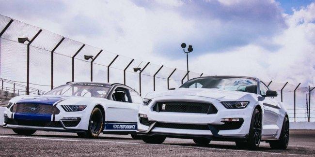 Ford впервые построил Mustang для высшего дивизиона NASCAR
