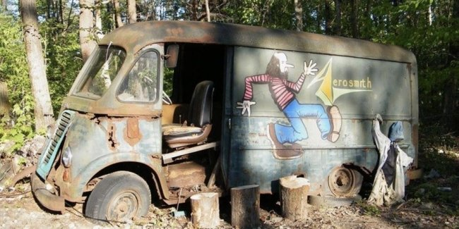 В лесу нашли гастрольный фургон группы Aerosmith