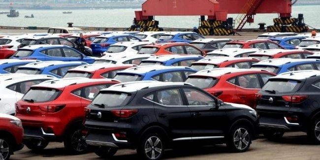 Китай рекордными темпами наращивает импорт авто