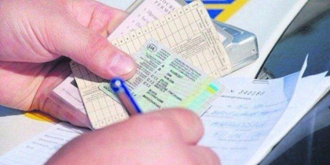 Украинским водителям не нужно будет возить с собой права и техпаспорт