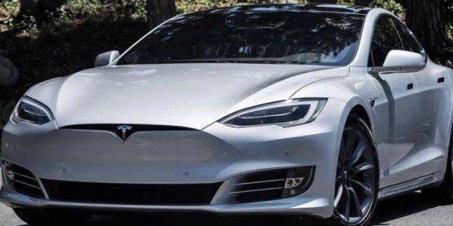 Автомобили Tesla будут выпускать в более простых цветах