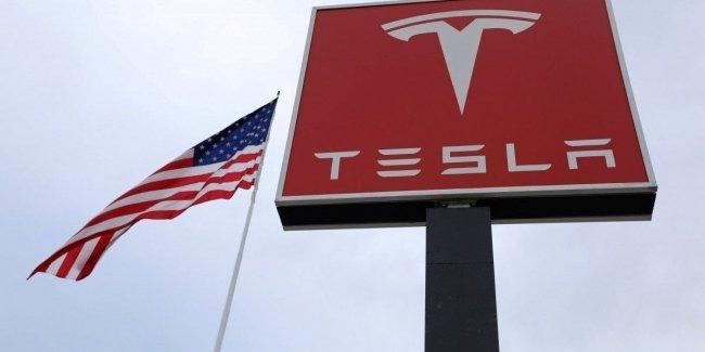 Tesla покинул третий за неделю топ-менеджер