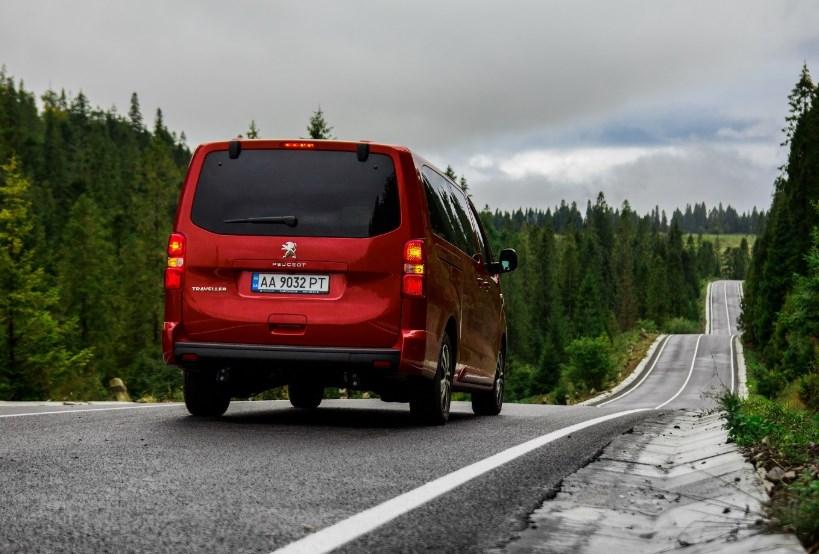 Тест-драйв минивэна Peugeot Traveller: диван на колёсах