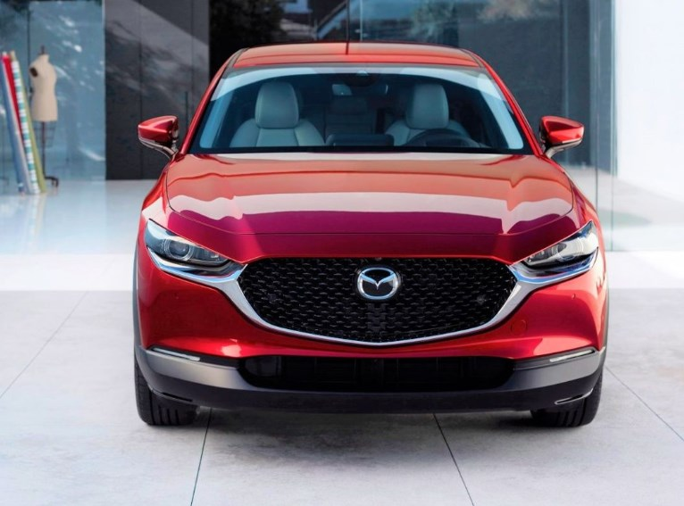 Новая Mazda CX-30 2020 рядом со своими сестрами — главные отличия