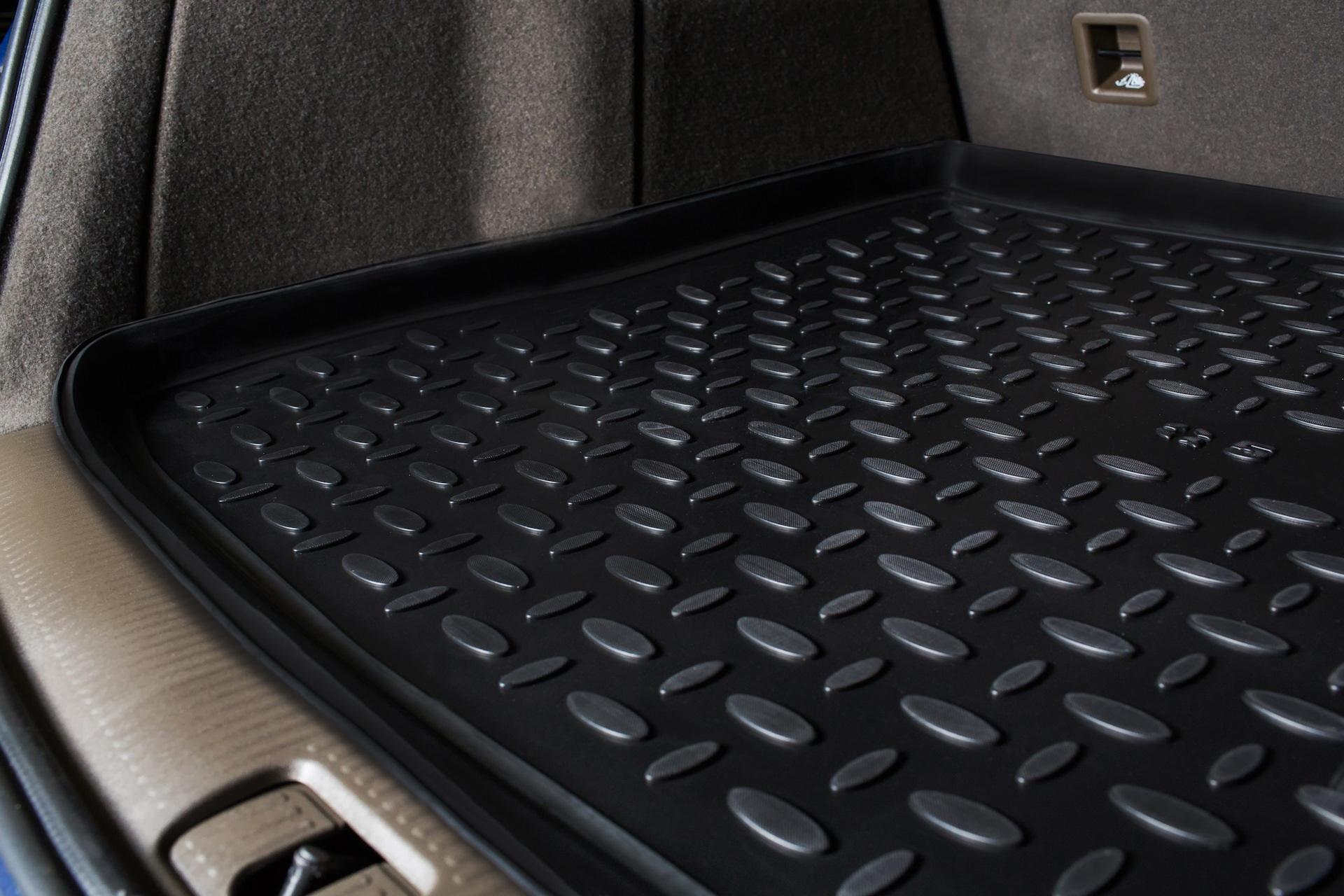 Как оградить багажник от грязи и сколов